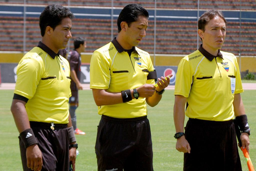 La fifa anunci un cambio en la ley del offside for Ley del offside