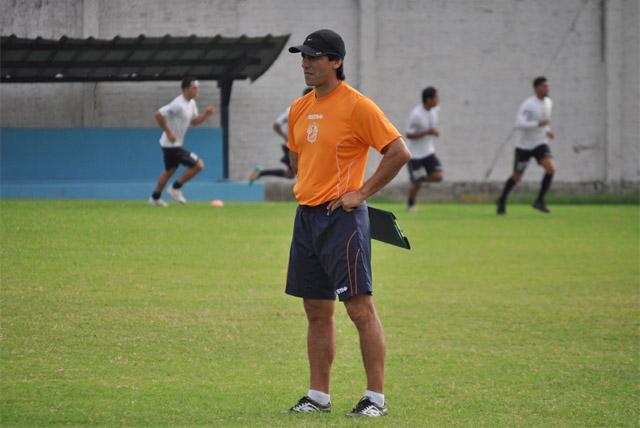 Fabián Bustos dirigió su primer práctica como DT del Manta Fútbol Club