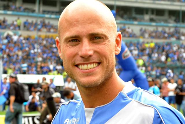 http://www.futbolizados.com/wp-content/uploads/2013/07/luciano_figueroa_01.jpg