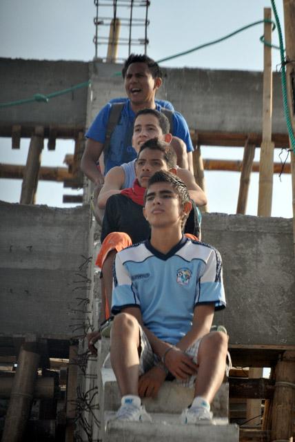 [FOTOS] La hinchada del Manta Fútbol Club se dio maneras de ver a su equipo