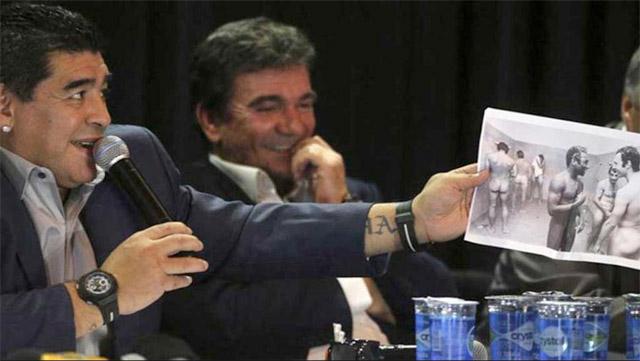 """Maradona se burló """"del tamaño"""" de Pelé"""