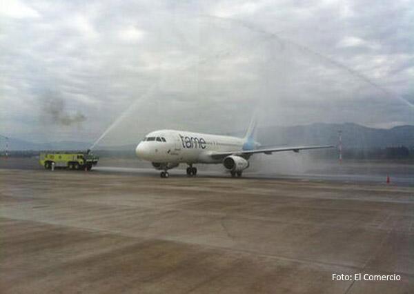 ecuador_avion_arco_agua