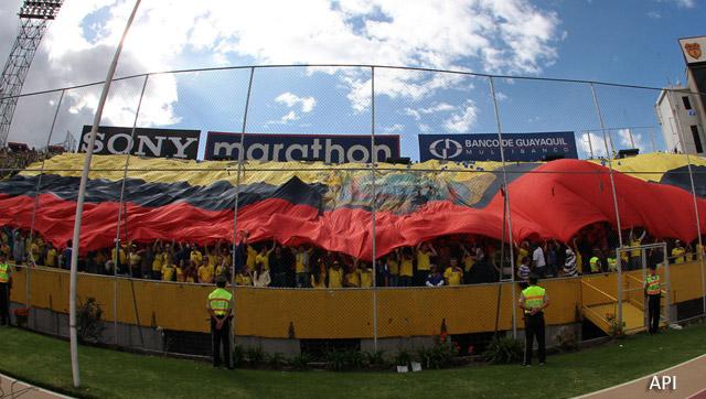 estadio_atahualpa_hinchas
