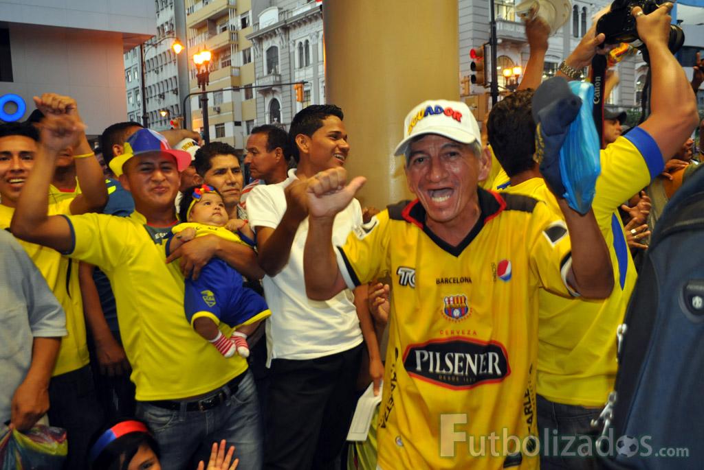 hinchas_ecuador_celebracion_01