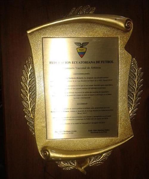 arbitros_ecuador_reconocimiento_placa