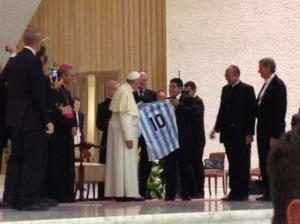 Papa-Francisco-Maradona-Vaticano-bettapique_OLEIMA20140901_0118_8