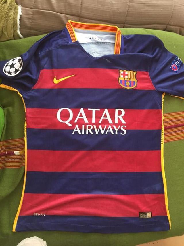 FOTO  Nike pidió a equipo de la tercera de España a cambiar su camiseta  por similitud a la del FC Barcelona a34834d04bf