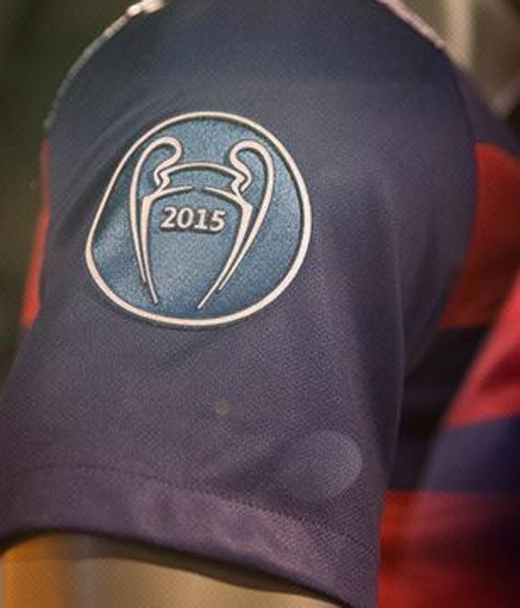 camiseta_fcbarcelona_manga_champions_01
