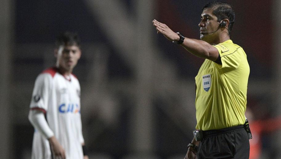 """En Uruguay califican de """"robo"""" la actuación de árbitros ecuatorianos"""